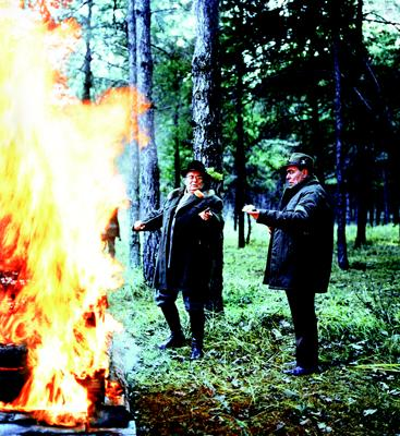 Marshal Tito and Leonid Brezhnev cooking salo in the Ukrainian country side, 1983. From The Soviet Image by Peter Radetsky (Chronicle Books, 2007).