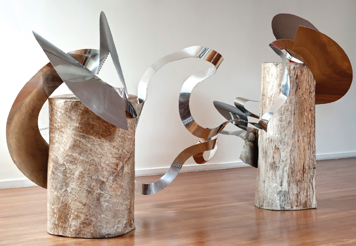Lygia Clark, Trepante, versão 1 (Climber, Version 1), 1965, aluminum, dimensions variable.