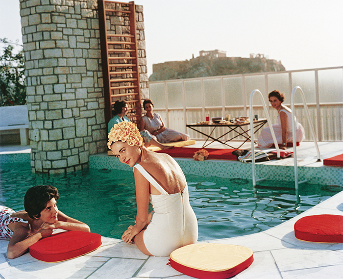 Slim Aarons, Guests around the Canellopoulos Penthouse Pool, Athens, 1961. © Slim Aarons/Getty Images