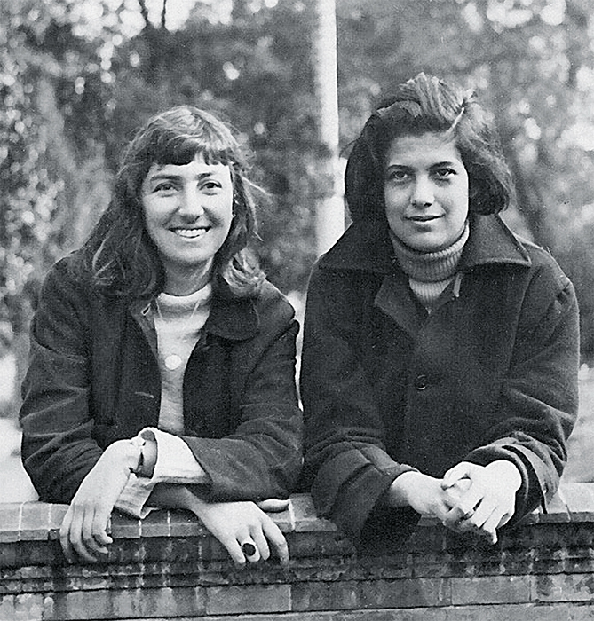 Harriet Sohmers and Susan Sontag, 1958. Courtesy Spuyten Duyvil Publishing.