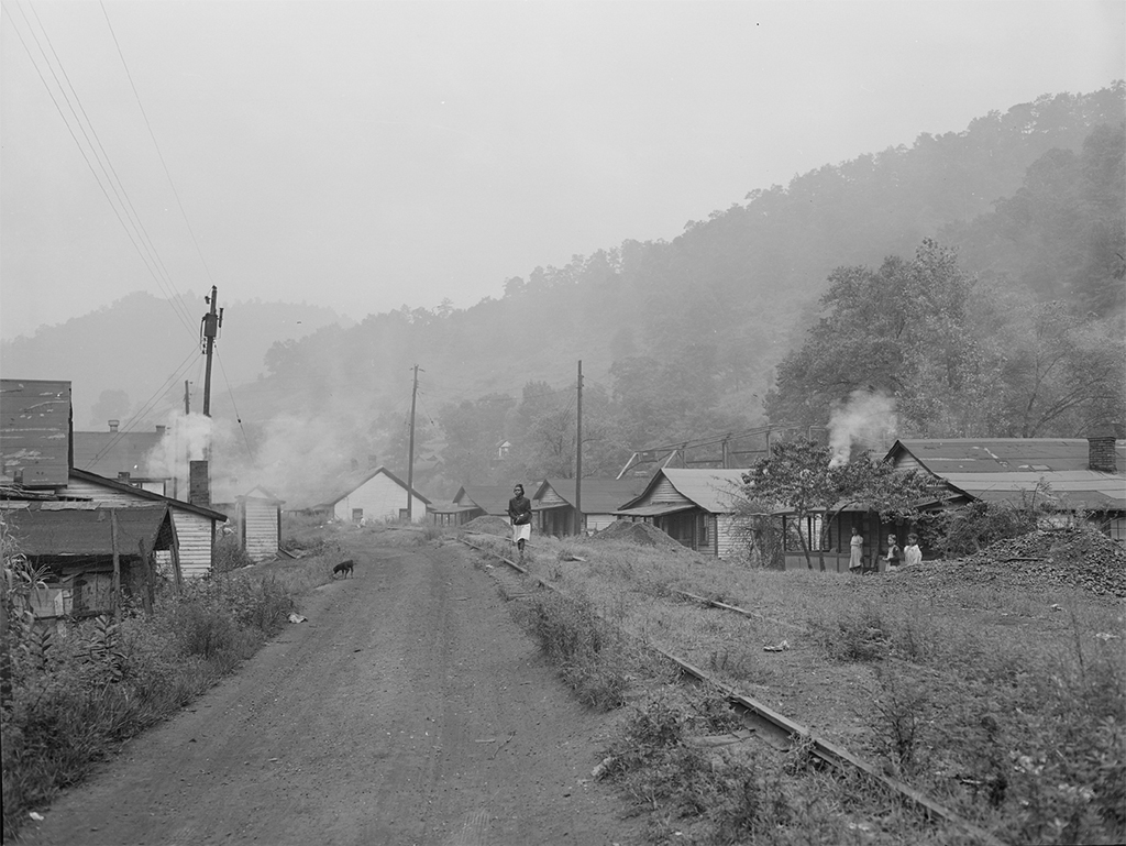 Exeter coal mine housing, Welch, West Virginia, 1946. Russell Lee/Nara/ Wikicommons.