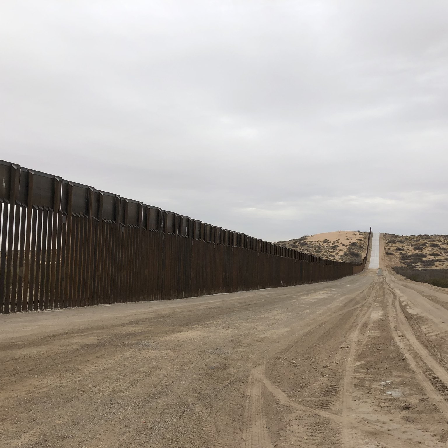 US/Mexico border wall in Arizona. Photo: Flickr/Russ McSpadden
