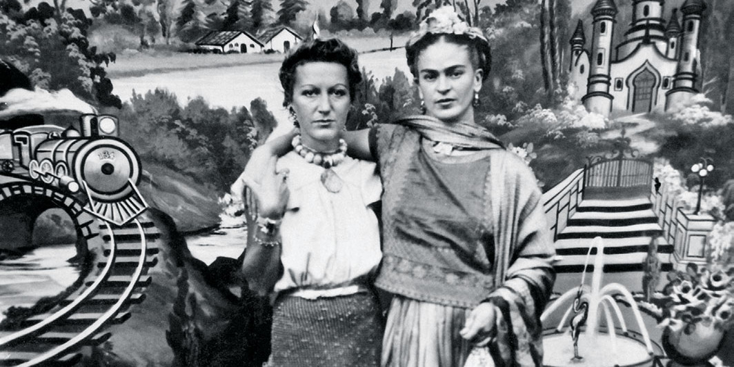 Jacqueline Lamba and Frida Kahlo, 1938. Association André Breton